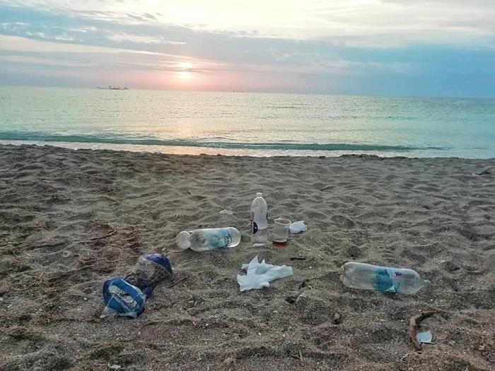 Vama Veche-groapa de gunoi a petrecaretilor